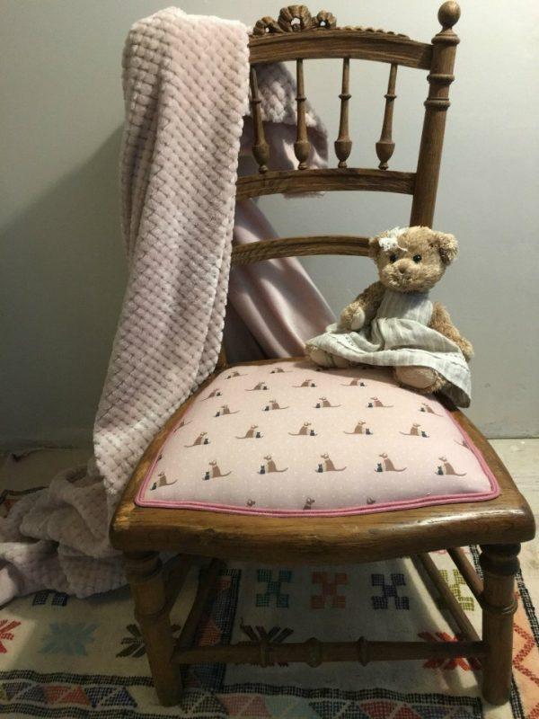 Le Fauteuil d'Ivoire | Chaise basse pour enfant Tissu de chez « Born to quilt »